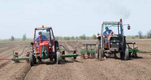 poljoprivrednici u poslu