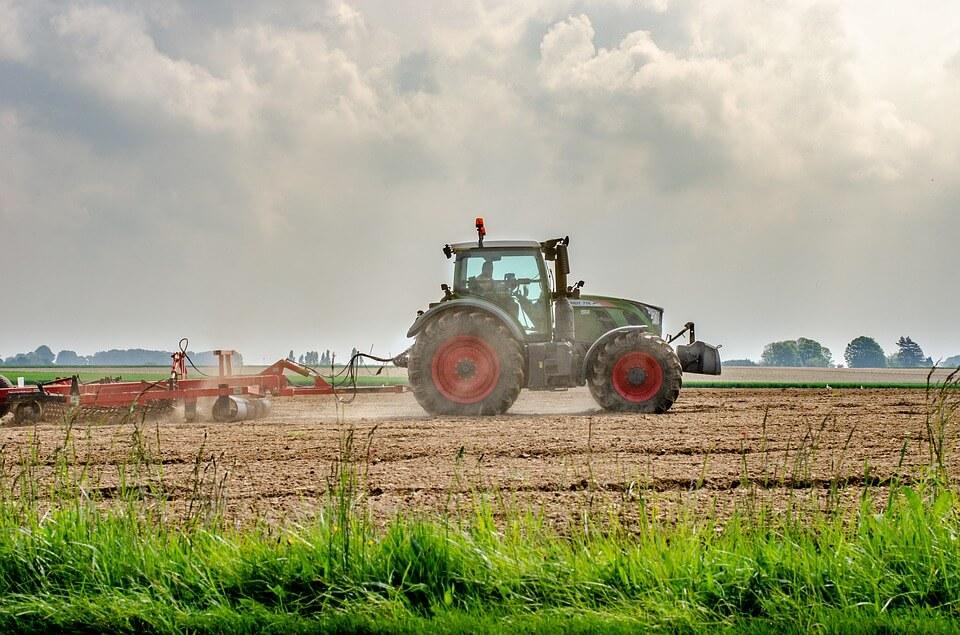 Kriterijum za izbor traktora: Automatski vs ručni menjač
