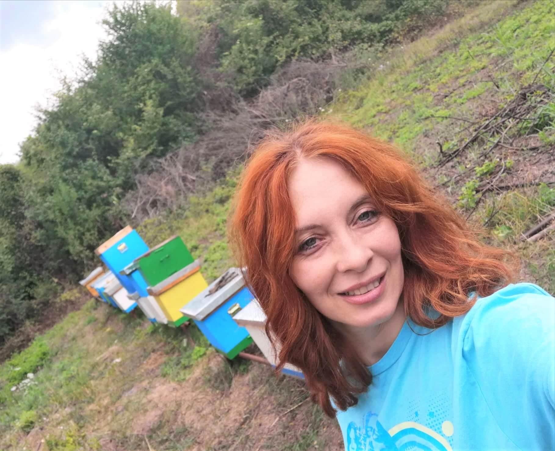foto: Snežana Radosavljević u svom pčelinjaku